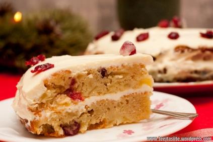 Ziemassvētku torte ar bumbieriem un dzērvenēm