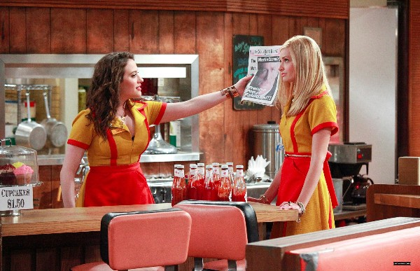 2_Broke_Girls_-_1x01-1