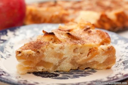 Krēmīgā ābolkūka ar skābo krējumu